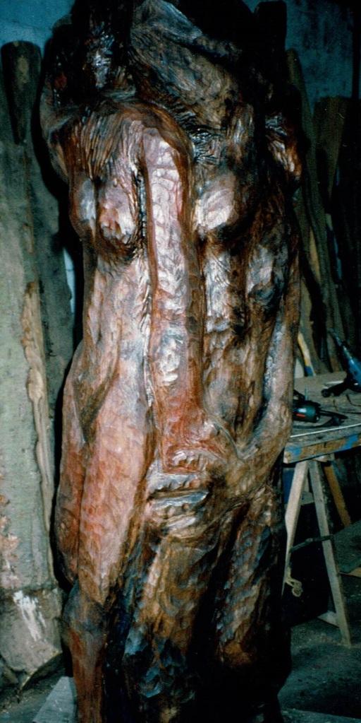 Les Trois Grâces sont conçues dans de l'orme par Chris Le Guen artiste peintre et sculptrice